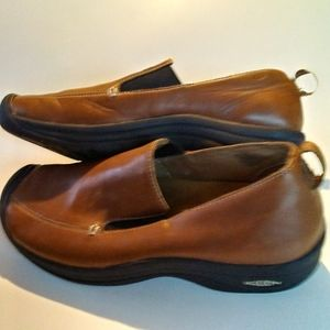 Keen Mens 11 Brown Leather Slip Ons EUC